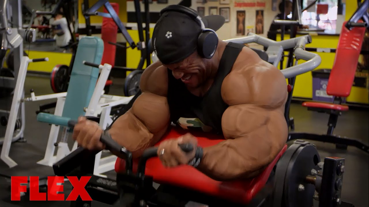 Phil Heath Measures His Arms Before & After A Workout, You Won't Believe How Much They Grow